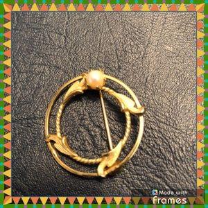 Jewelry - 💃🏻Goldtone brooch💃🏻